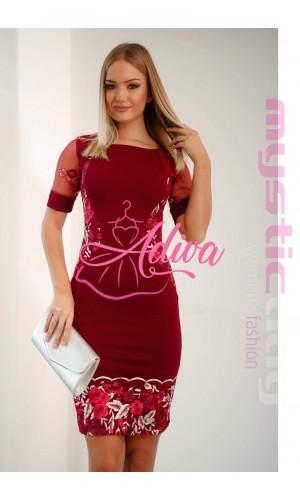 Bordové krátke šaty s kvetinovou výšivkou