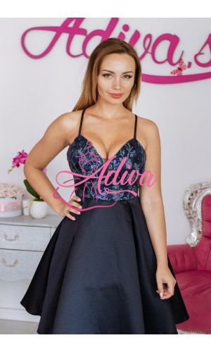 Tmavomodré krátke šaty so saténovou sukňou