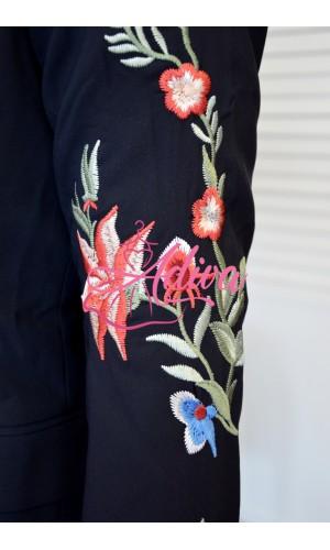 Tmavomodré dámske sako s dlhým rukávom s výšivkou