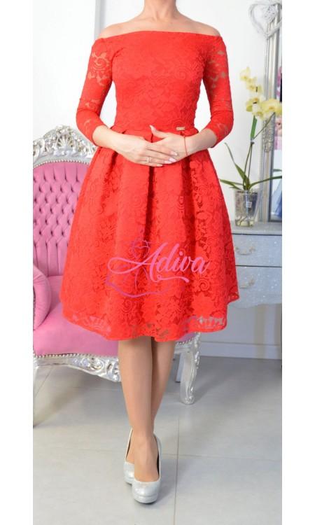 Krajkované midi šaty červené