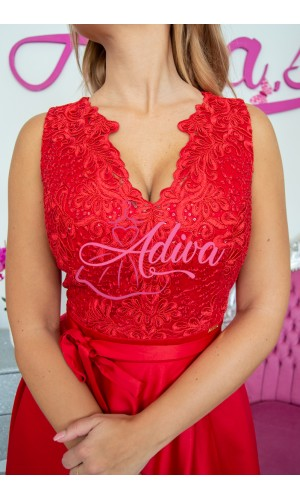 Luxusné červené spoločenské šaty so saténovou sukňou