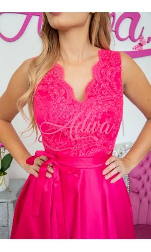 Luxusné cyklamenové spoločenské šaty so saténovou sukňou